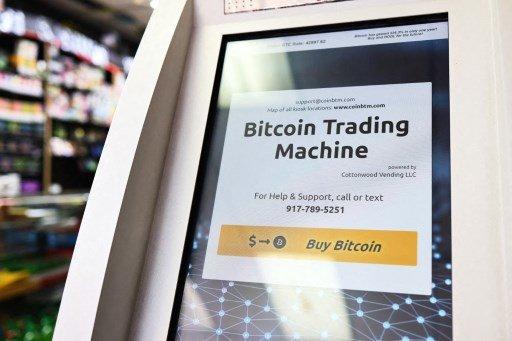 미국 뉴욕시에 있는 빅애플 담배가게에 설치된 비트코인 현금인출기(ATM)/사진=AFP