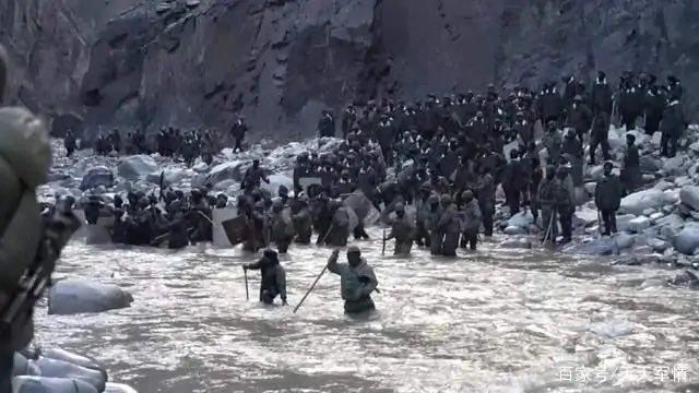 중국 인민해방군이 19일 지난해 6월 중국과 인도의 국경분쟁지인 갈완 계곡에서 벌어진 양국 군대의 충돌 영상을 공개했다./사진=트위터 갈무리