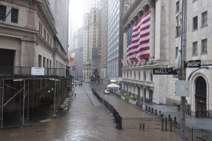 뉴욕증권거래소(NYSE)앞 월스트리트/사진=[뉴욕=AP/뉴시스]