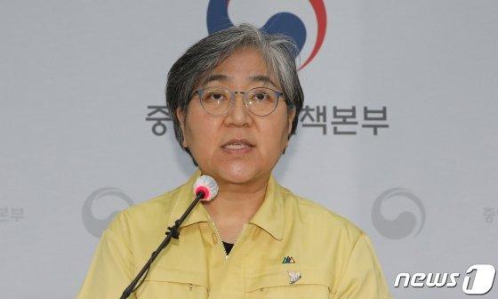 """안철수 1호 접종 가능성에…정은경 """"국민 불안 완화 목적이면 가능"""""""