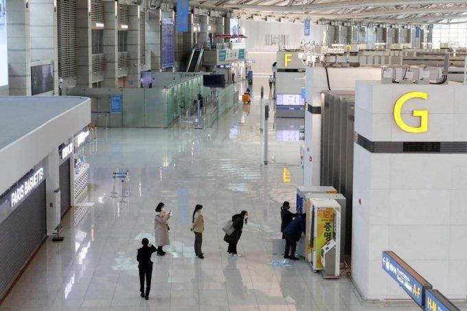 코로나19 여파로 지난달 25일 오전 인천국제공항 제1터미널 출국장이 한산한 모습을 보이고 있다. /사진=뉴시스