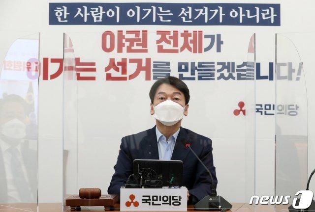 안철수 국민의당 대표가 지난 22일 오전 서울 여의도 국회에서 열린 최고위원회의에서 모두발언을 하고 있다./사진=뉴스1