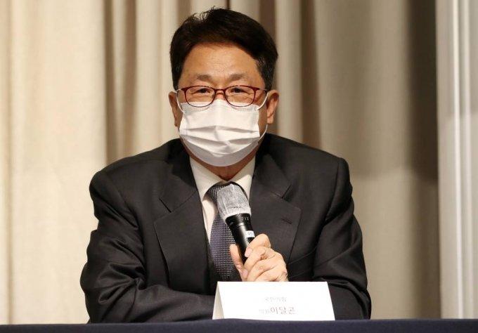 이달곤 국민의힘 의원이 24일 오전 서울 영등포구 여의도 켄싱턴호텔에서 열린 '행정통합 포럼에서 특별대담을 하고 있다. / 사진=김휘선 기자 hwijpg@