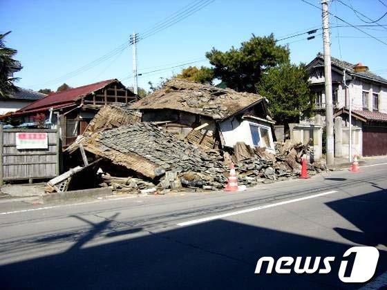 2011년 3월 동일본 대지진 당시 피해를 입은 코리야마시의 한 건물(사이타마대학교 이공학부 제공) © News1