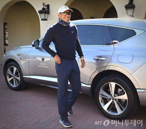 제네시스 USA 인스타그램에 올라온 타이거 우즈 사진. 차량에 제네시스 인비테이셔널 대회 로고가 붙어 있다.