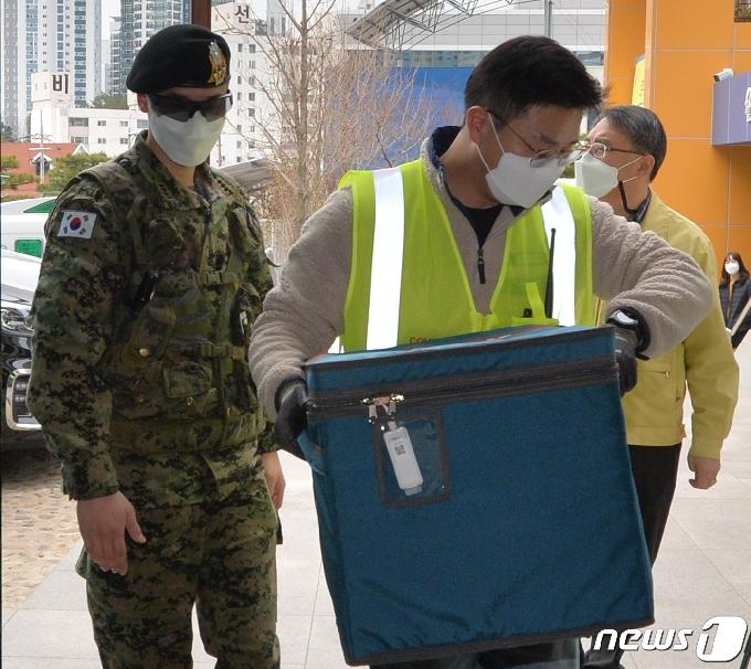 [사진] 포항 정시 도착한 아스트라제네카(AZ) 백신