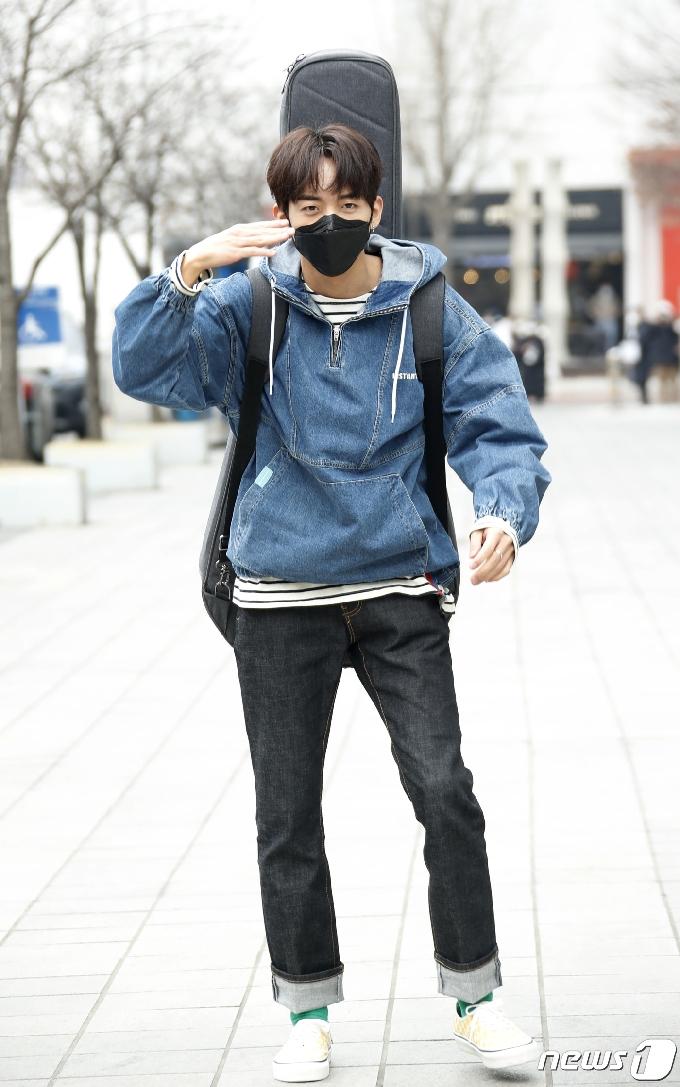 [사진] '싱어게인' 이승윤, 춤추는 출근길