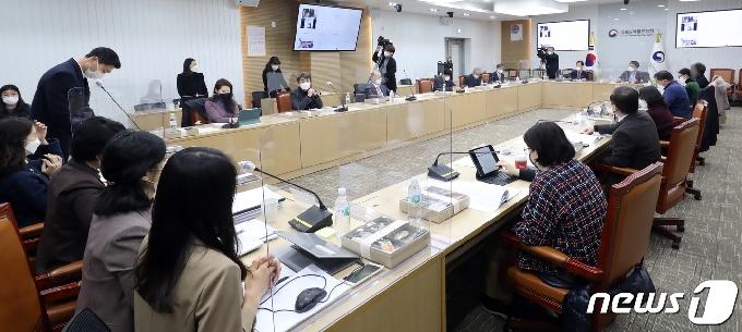 [사진] 중앙약사심의위원회에서 논의 될 화이자 코로나19 백신