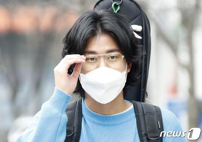 [사진] '싱어게인' 이무진, 노래 잘 하는 안경 오빠