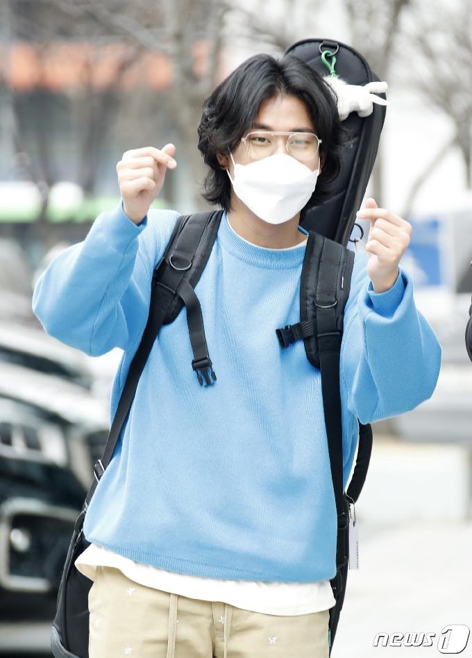 [사진] '싱어게인' 이무진, 하트