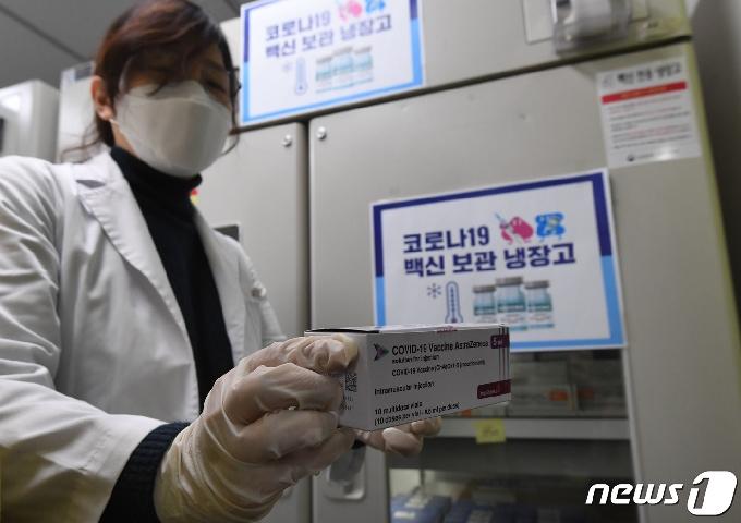 [사진] '하루 앞으로 다가온 코로나19 백신 접종'