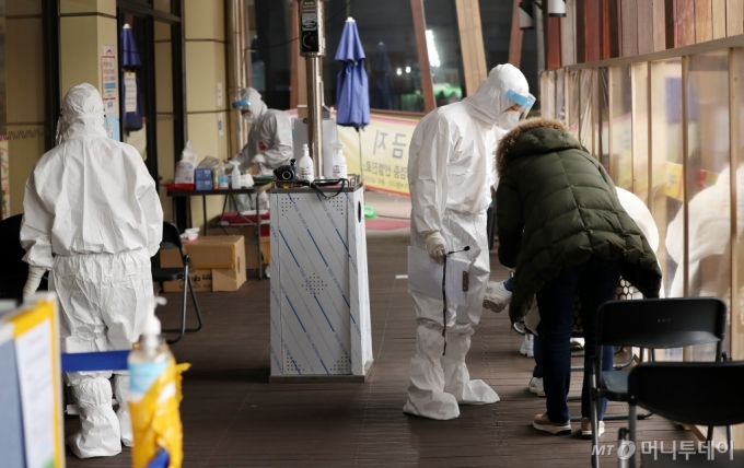 [사진]AZ 백신 접종 D-1, 코로나19 검사는 계속
