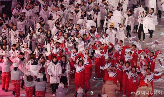 2018년 2월 25일 강원 평창올림픽스타디움에서 열린 2018평창동계올림픽 폐막식에서 남북단일팀 선수단이 입장하고 있다. / 사진=김창현 기자 chmt@