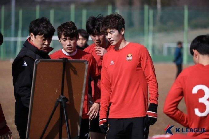 기성용 측은 성폭행 의혹을 부인하며 법적 대응까지 불사하겠다는 입장이다.(한국프로축구연맹 제공)© 뉴스1