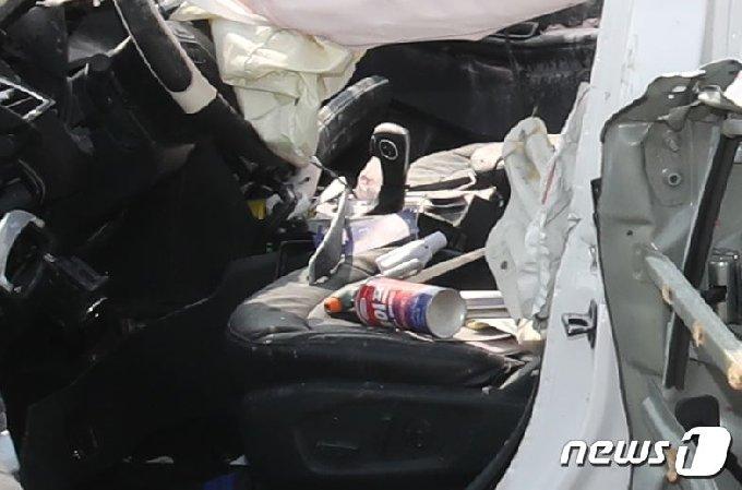 지난 22일 오전 11시42분쯤 광주 서구 양동시장 앞에서 2018년식 포드 익스플로러 1대가 폭발했다. 해당 차량에서 부탄가스 4개가 발견돼 국립과학수사연구원 등이 조사에 착수했다. 2021.2.22/뉴스1