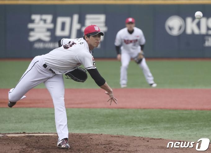 [사진] kt 김민수 '던졌다'