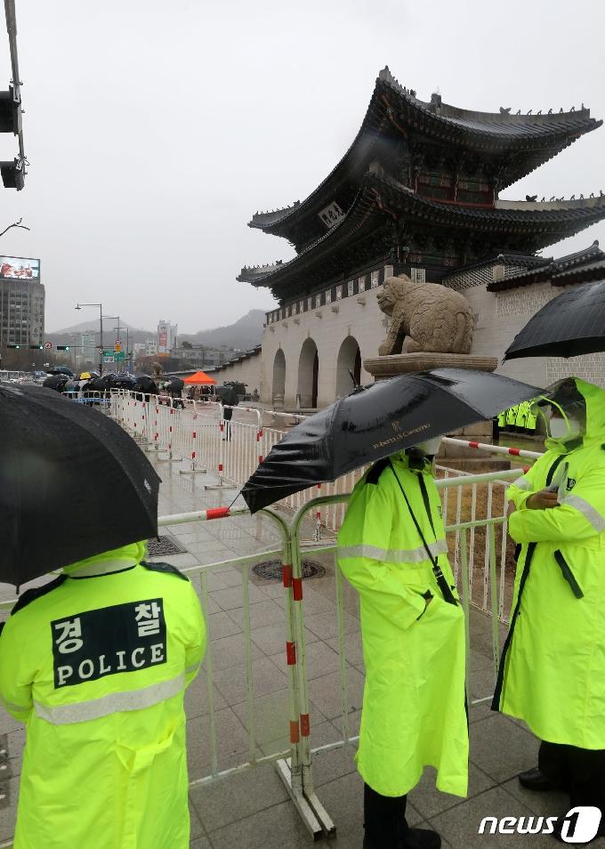 [사진] 보수단체의 3.1절 집회에 도심 곳곳 경찰 배치