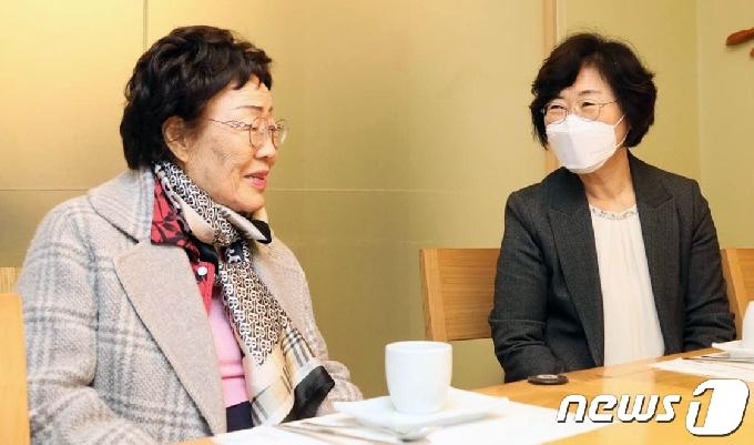 [사진] 이용수 할머니 만난 정영애 여가부 장관