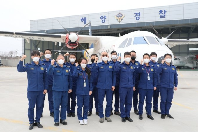 무안항공대원들 모습./사진제공=서해지방해경청