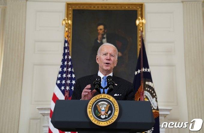 조 바이든 미국 대통령이 2일(현지시간) 백악관에서 기자회견을 하고 있다. © 로이터=뉴스1