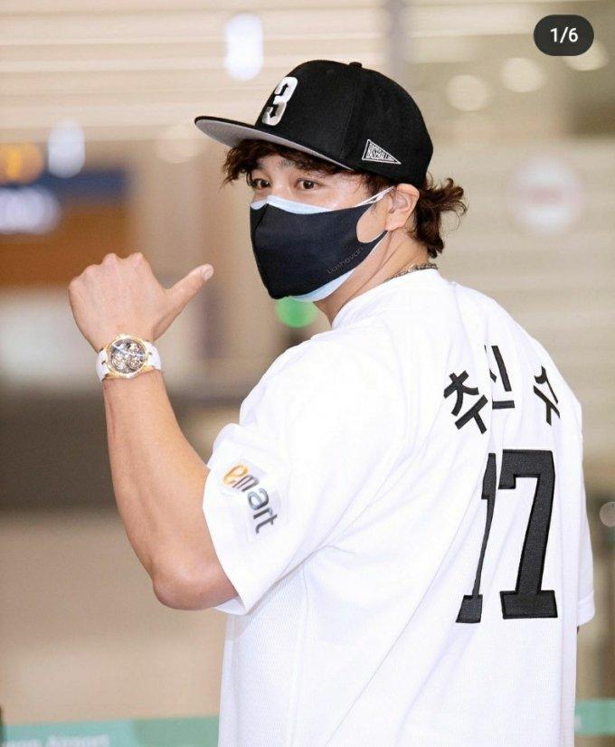 신세계 유니폼을 입고 한국 무대로 돌아온 '추추트레인' 추신수(39). 지난달 25일 인천국제공항을 통해 입국한 모습.