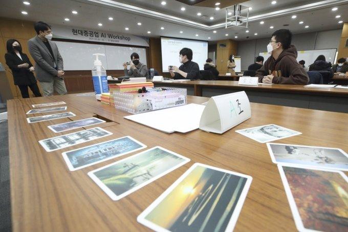 현대중공업그룹의 디지털트랜스포메이션 핵심 인력이 AI워크숍에 참여하고 있다./사진=KT