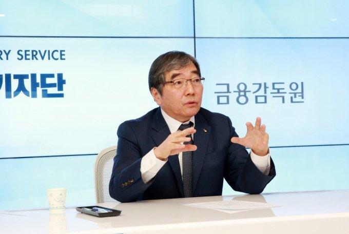 윤석헌 금융감독원장이 지난 23일 온라인으로 진행된 송년 기자간담회에서 발언하고 있다. / 사진제공=금감원
