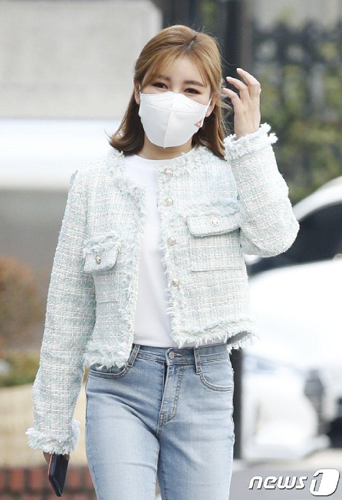 [사진] 송가인, 앞머리 내리고 '물오른 미모 뿜뿜'