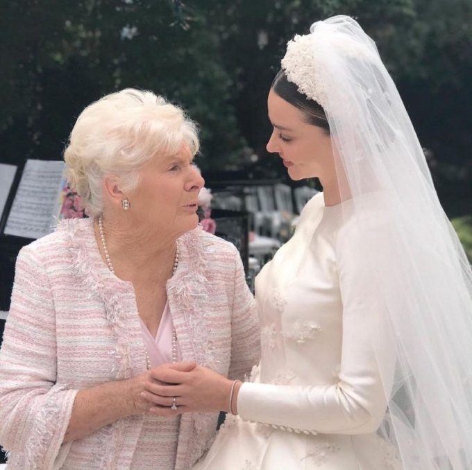 모델 미란다 커와 그의 할머니/사진=미란다 커 인스타그램