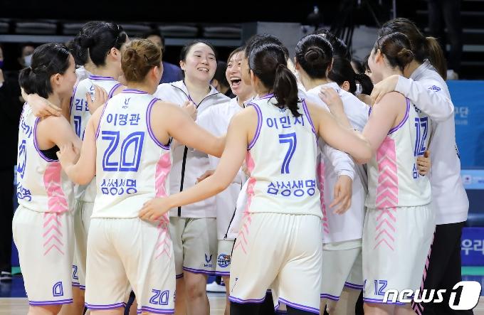 [사진] 삼성생명 '우리은행 꺾고 챔피언결정전 진출'