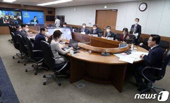 이번 토론은 탄소중립 목표 달성을 위한 정보 공유를 위해 지난 2일부터 개최 중인 탈석탄 동맹 정상회의의 일환으로 열렸다.(충남도 제공)© 뉴스1