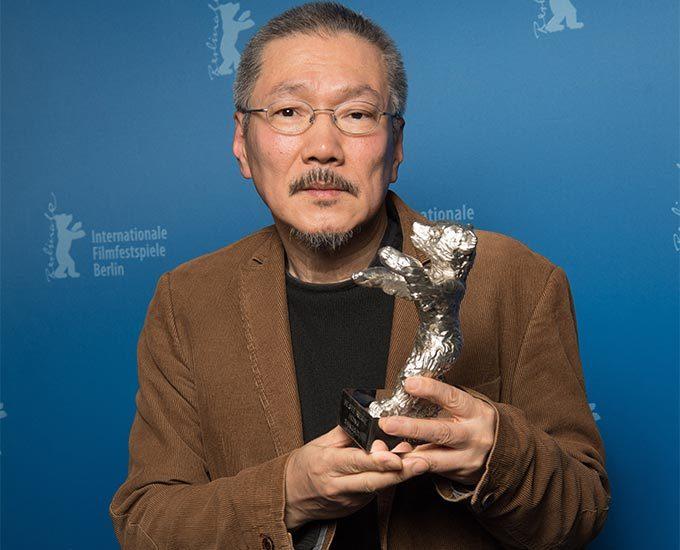 2020년 제70회 베를린국제영화제에서 은곰상(감독상)을 수상한 홍상수 감독/사진=AFP/뉴스1