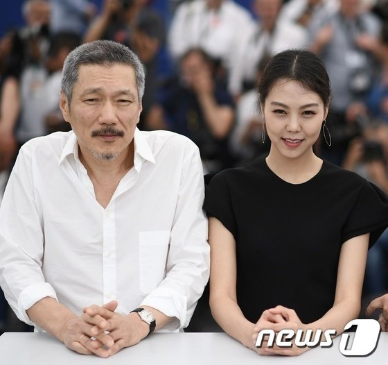 홍상수 감독(왼쪽)과 배우 김민희 /사진 AFP= 뉴스1