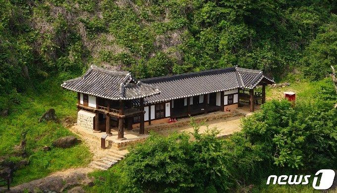 보물 2107호 충북 옥천 이지당 전경. © 뉴스1