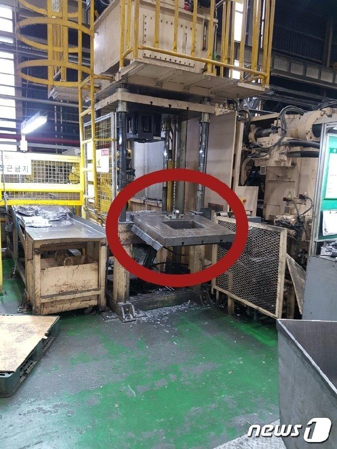 사고 당시 A씨는 작업대 아래를 청소하다 약 700여kg 지그에 부딪혀 사고를 당했다.(금속노조 DL모터스지회 제공) © 뉴스1 김다솜 기자