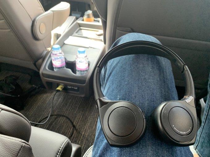 혼다 오딧세이를 구매하면 무선 헤드폰 두 개를 무료로 지급한다. 소음차단 능력은 사실 낮다./사진=이강준 기자