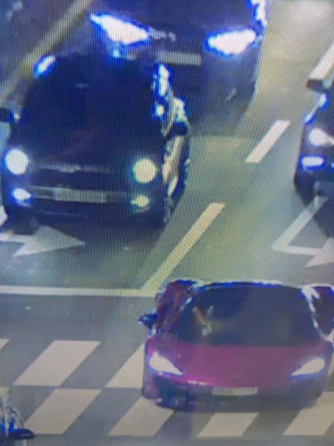 왼쪽 뒤 차량이 미니쿠퍼 오른쪽이 맥라렌 /사진= 보배드림