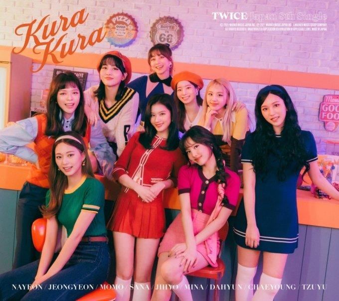 트와이스, 일본 새 싱글 'Kura Kura' 재킷 이미지 공개
