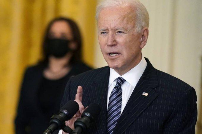 [워싱턴=AP/뉴시스]조 바이든 미국 대통령이 18일(현지시간) 백악관 이스트룸에서 코로나19와 관련해 연설하고 있다. 바이든 대통령은 16일 발생한 애틀랜타 총격 피해자들에 대한 애도와 존경의 표시로 조기게양을 명령했다. 2021.03.19.
