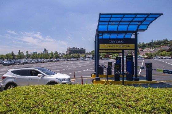삼성물산 리조트부문이 운영하는 에버랜드가 지난해 주차난 해결을 위해 카카오 모빌리티와 협업한 스마트 주차 기능을 선보였다. /사진=에버랜드