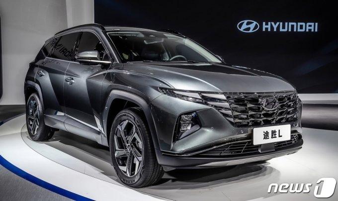 (서울=뉴스1) = 현대자동차는 26일(현지시간) 중국 '베이징국제전시센터(CIEC)'에서 열린 '2020 제16회 베이징 국제 모터쇼(The 16th Beijing International Automotive Exhibition)'에 참가해 중국 전용 기술브랜드 'H SMART+'의 본격적인 행보를 시작한다고 밝혔다. 사진은 중국에서 처음 공개된 신형 투싼(현지명: 투싼L). (현대자동차 제공) 2020.9.27/뉴스1