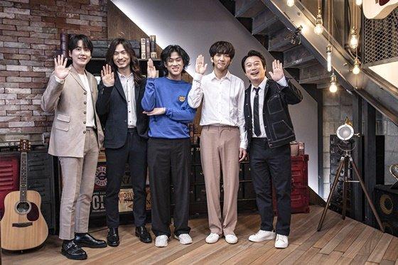 규현(왼쪽) 정홍일 이무진 이승윤 이수근, 사진제공=JTBC