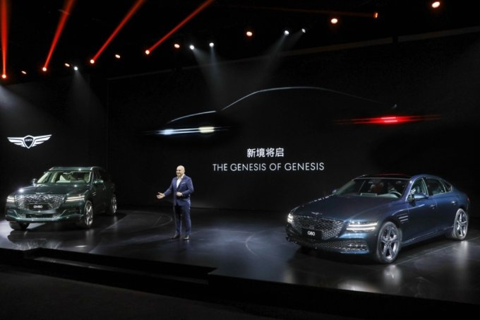 제네시스 중국 법인장 마커스 헨네(Markus Henne)가 '제네시스 브랜드 나이트(Genesis Brand Night)' 론칭 행사에서 중국 시장 진출 전략에 대해 발표하고 있다./사진제공=현대차