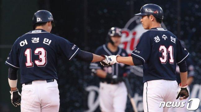 두산 허경민(왼쪽)과 정수빈. /사진=뉴스1