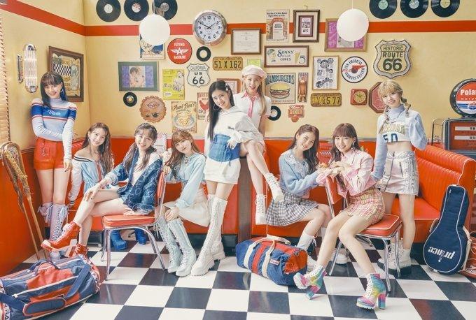 JYP 신인 NiziU, 日 오리콘 일간 차트 이틀 연속 1위