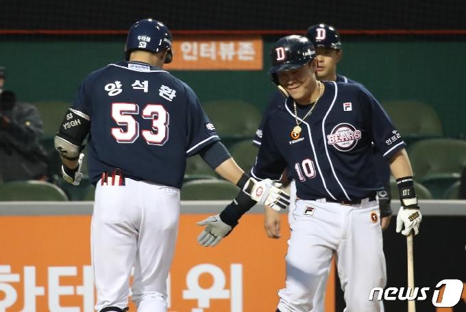 [사진] 양석환 ,짜릿한 2점 홈런