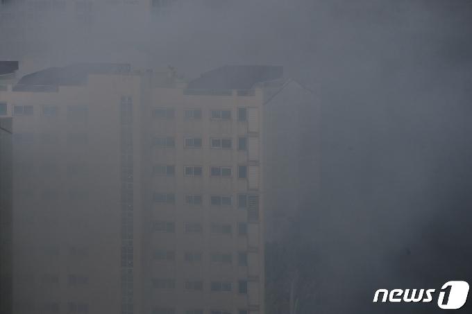 [사진] '자욱한 연기'
