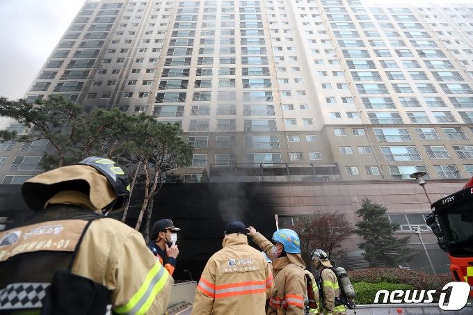 [사진] 다산동 주상복합 화재 원인은?