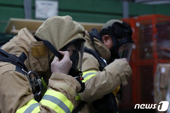 [사진] '화재진압 준비'