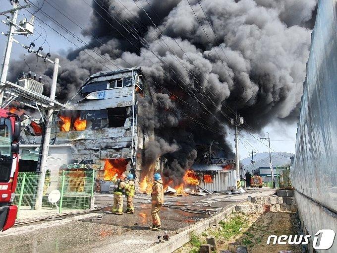 10알 오전 남양주시 진접읍 욕실용품 제조공장 화재 현장. © 뉴스1